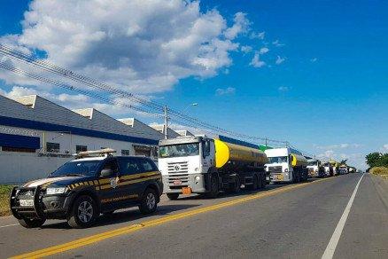 Mais de 100 caminhões são escoltados para abastecer municípios de Mato Grosso