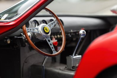 Ferrari de US$ 48 milhões bate recorde
