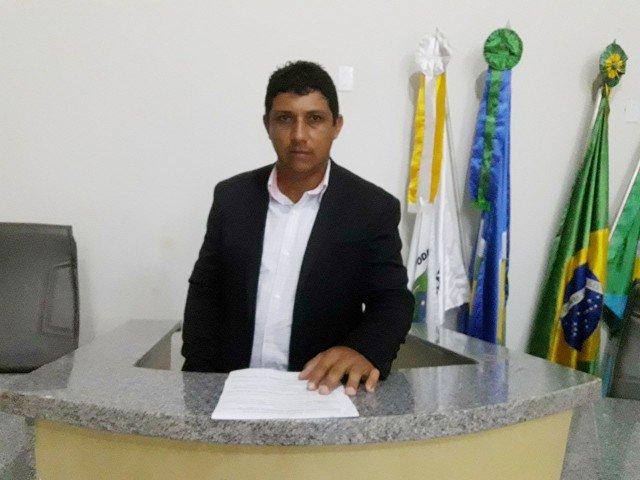Vereador Cobra em Tribuna para que prefeito de Colniza regularize o transporte dos pacientes do aeroporto de Juína ao hospital