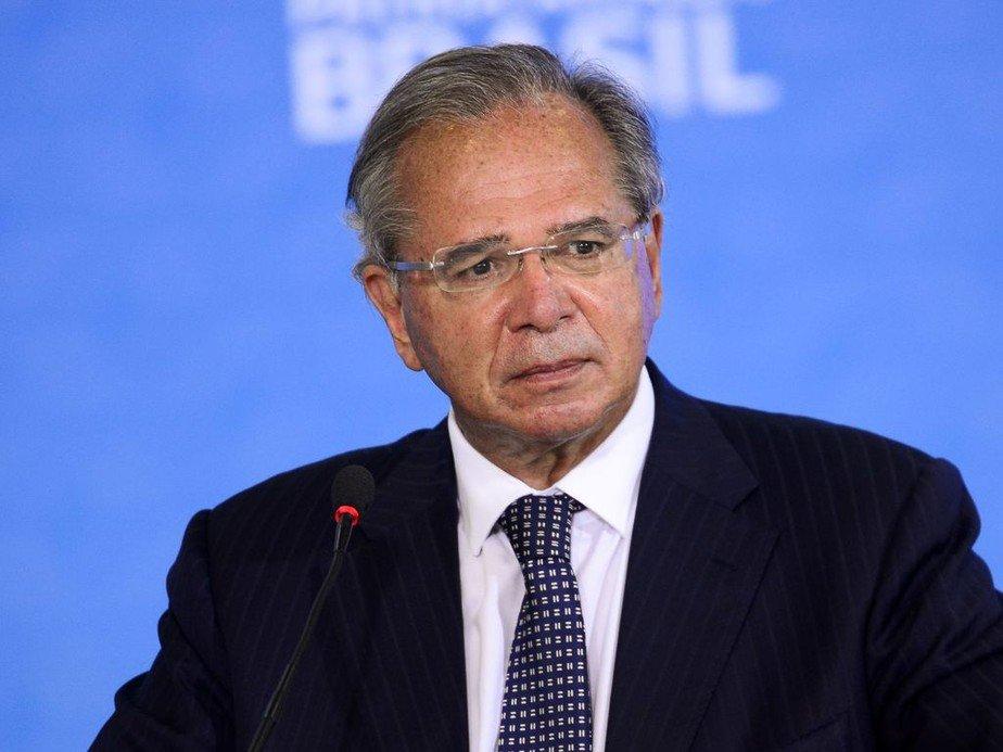 Guedes anuncia antecipação de 13º de beneficiários do INSS