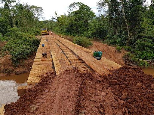 Prefeitura de Colniza realiza reparos em pontes e aterros necessários nas linhas G1 e G4