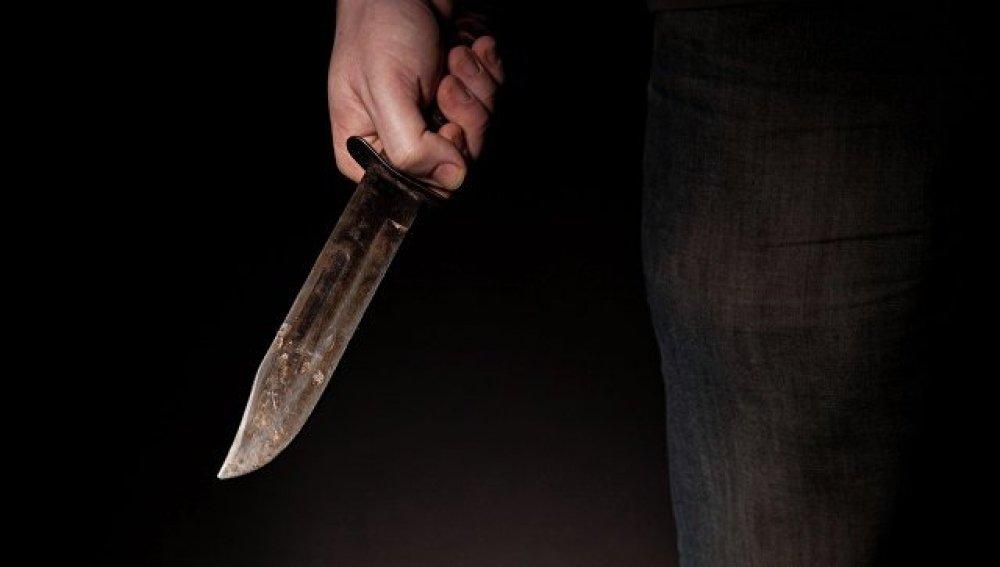 Vizinho esfaqueia homem após desconfiar que o mesmo estava saindo com a sua esposa