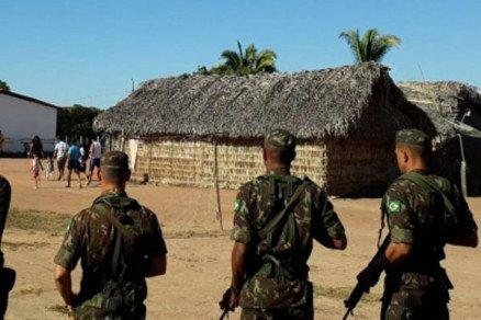 Em MT, Exército é recebido a flechadas em aldeia e índio é preso com 70 títulos de eleitor