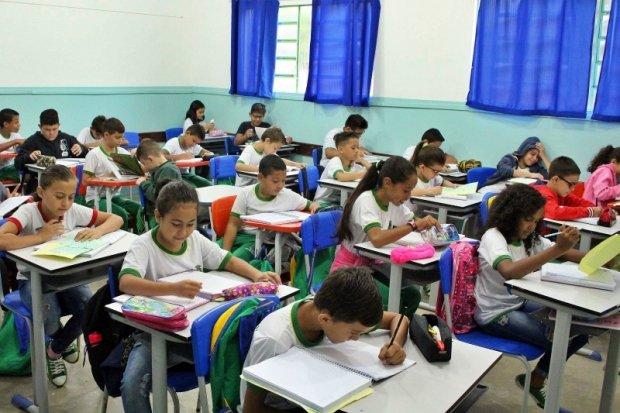 Educação nomeia 200 professores aprovados em seletivo