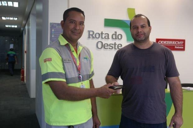 Homem encontra carteira com mais de R$ 65 mil em rodovia e devolve ao dono