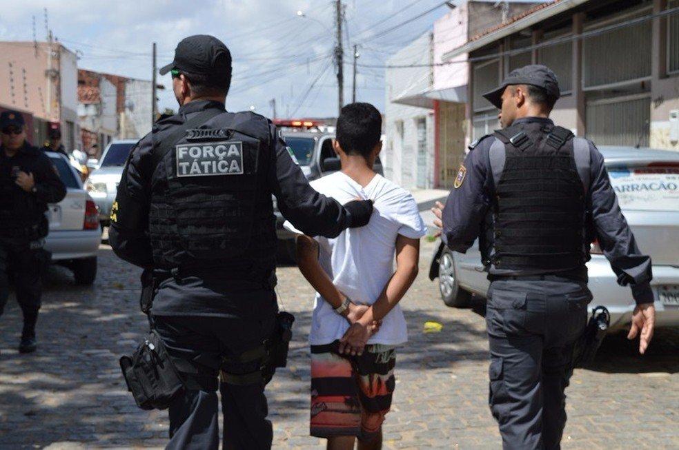 Policias param de divulgar nomes e fotos de presos