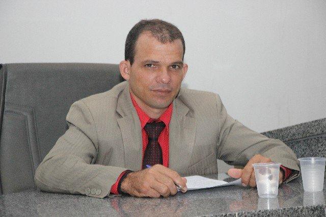 Vereador Elias indica instalação de painéis solares em prédios públicos de Colniza