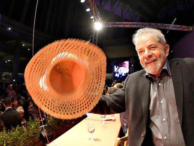 PT prepara 'abraço coletivo' para proteger Lula
