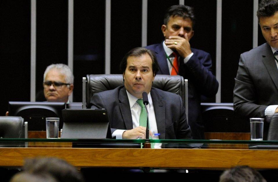 Governo faz acordo político e zera um dos tributos de combustível, diz Maia