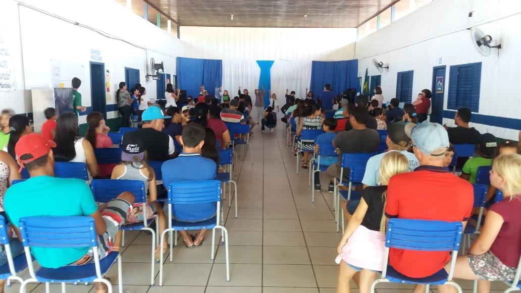 Escola Raquel de Queiroz em Colniza realiza homenagem aos pais