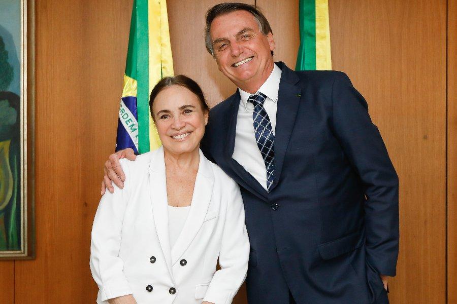 Regina Duarte deixa comando da secretaria
