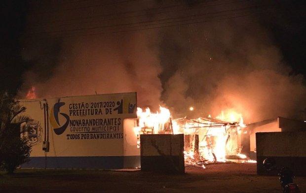 Delegado diz que incêndio na Prefeitura de Nova Bandeirantes foi criminoso