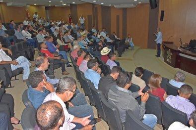 Prefeitos ameaçam pedir bloqueio das contas de MT para evitar calote milionário de Taques