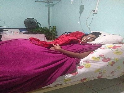 Jovem com doença rara cai da cama quebra fêmur e bacia e mãe pede ajuda para população
