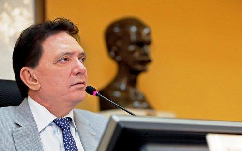 Prefeituras de Cuiabá e VG têm 90 dias para reduzir afastamentos de professores