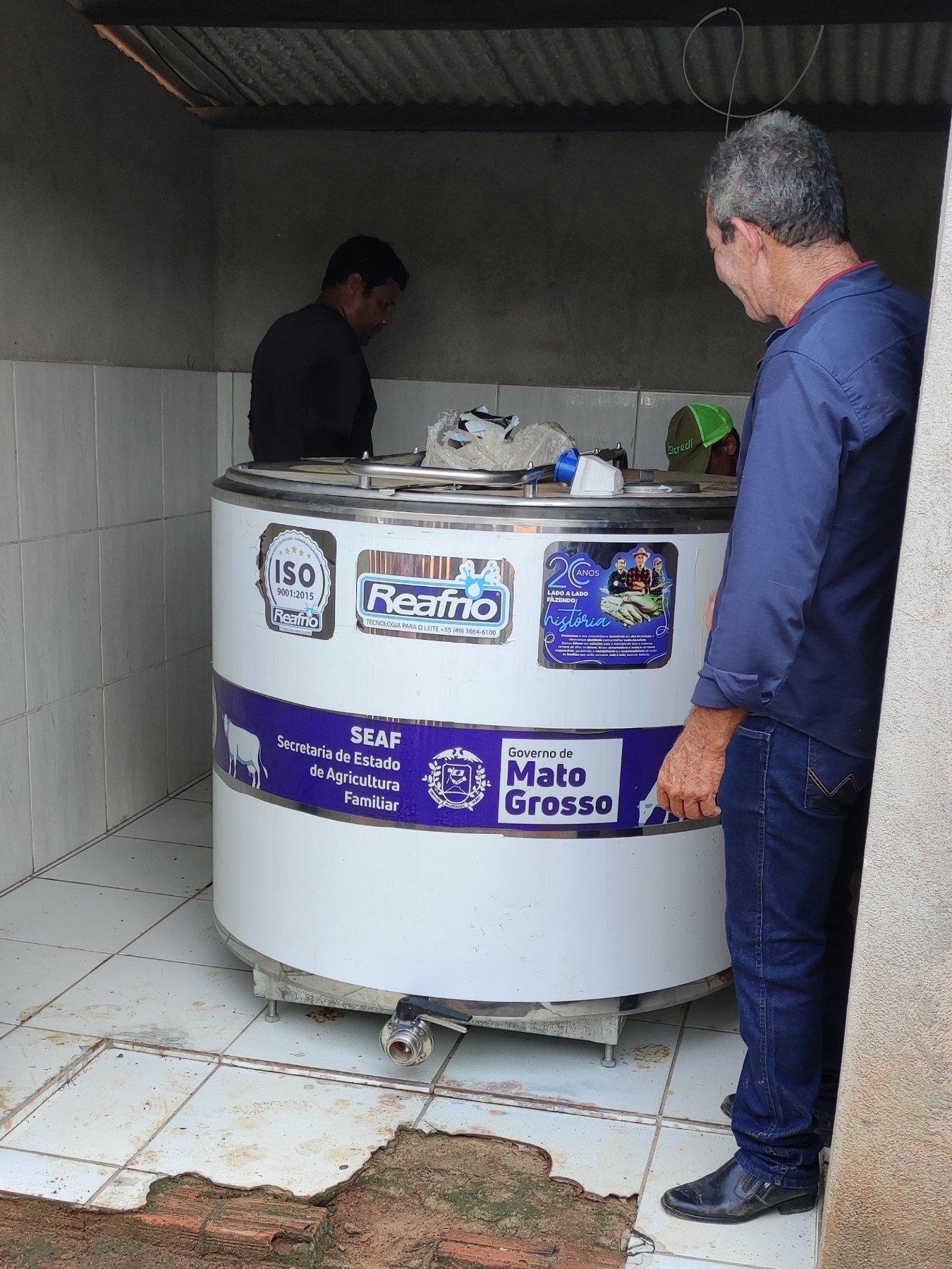 Vereador Jorge entrega resfriador de leite para pequenos produtores rurais da linha 4 1ª de Maio