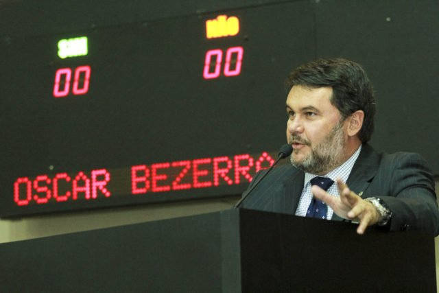 Oscar vota favorável à proposta de aproveitamento de tempo de carreira de professores da Unemat