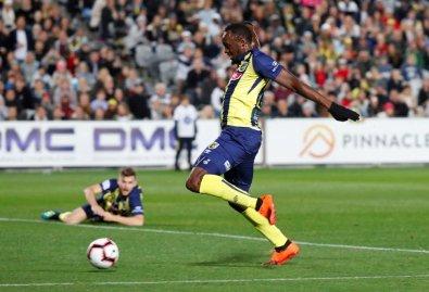 Usain Bolt estreia como jogador de futebol