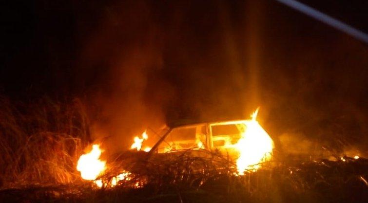 Bandidos sequestram homem, roubam cofre e ateiam fogo em carro