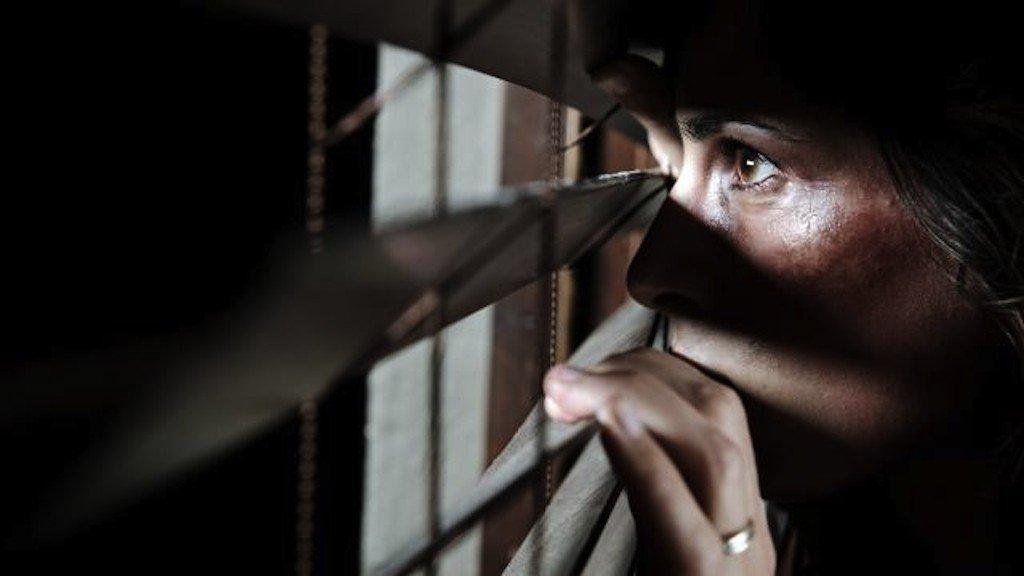 Projeto exige laudo psicológico para soltura de agressor de mulheres