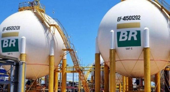 Petrobras anuncia aumento da gasolina nas refinarias, após cinco quedas consecutivas