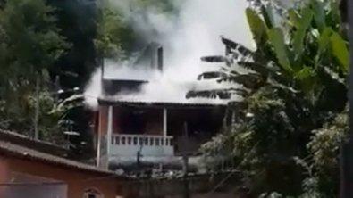 Duas crianças morrem após incêndio atingir casa