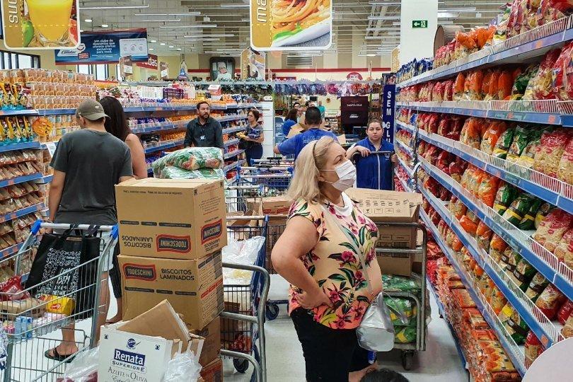 Em novo decreto, MT amplia horário de supermercados e restaurantes aos finais de semana