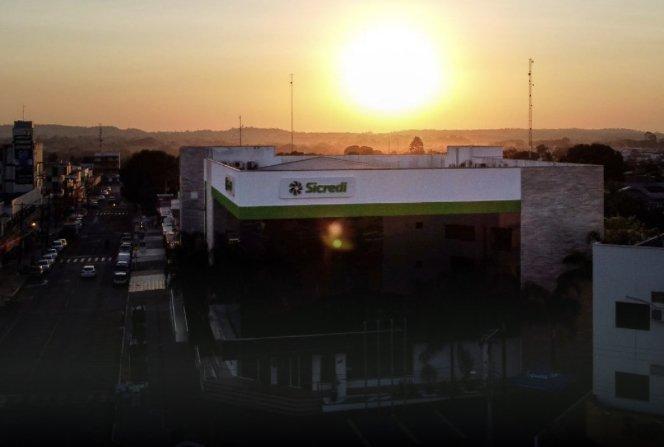 Reinauguração: Com show de luzes, Sicredi apresenta como ficou a nova agência do centro de Juína