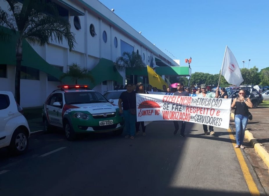Servidores públicos protestam por progressão de carreira e valores retroativos