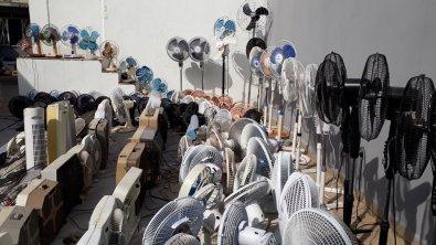 Homem tem mais de 300 ventiladores em casa