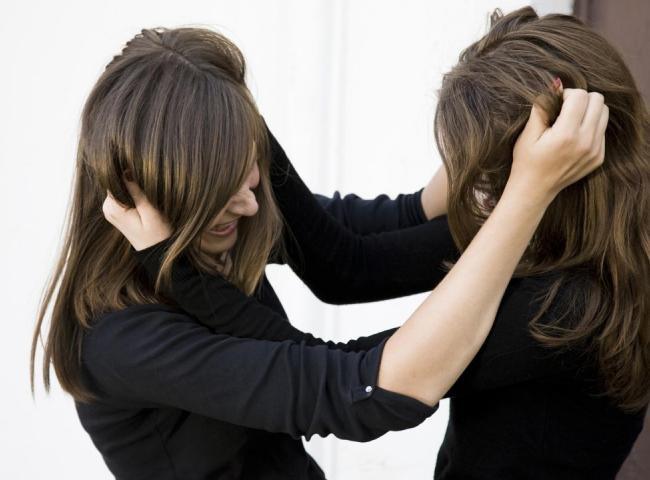 Por causa de ex-marido, mulheres brigam em creche durante reunião de pais