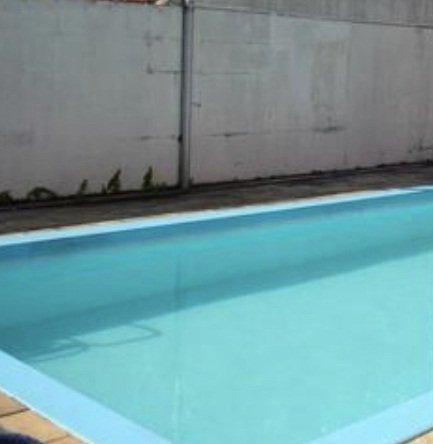Bebê de 11 meses morre afogado ao cair dentro de piscina