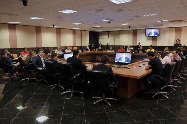Governo e os servidores da Educação não chegam a acordo e greve em MT continua