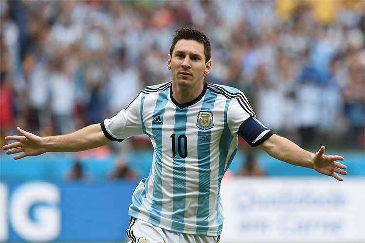 Com gol de Messi e sofrimento, Argentina vence a Nigéria e segue viva