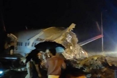Avião com 191 passageiros se parte ao meio