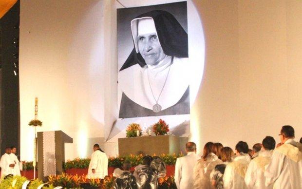 Segundo milagre atribuído a Irmã Dulce é reconhecido e ela será proclamada santa, diz Vaticano