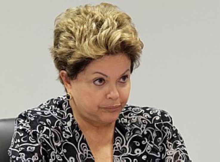 Popularidade de Dilma cai de 57% para 30%, indica Datafolha