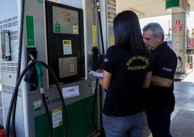 Preço dos combustíveis varia até R$ 1,58 por litro em postos de Cuiabá e VG