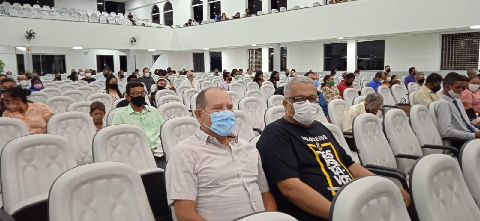 Empresário participa de eventos e recebe autoridades em Juína