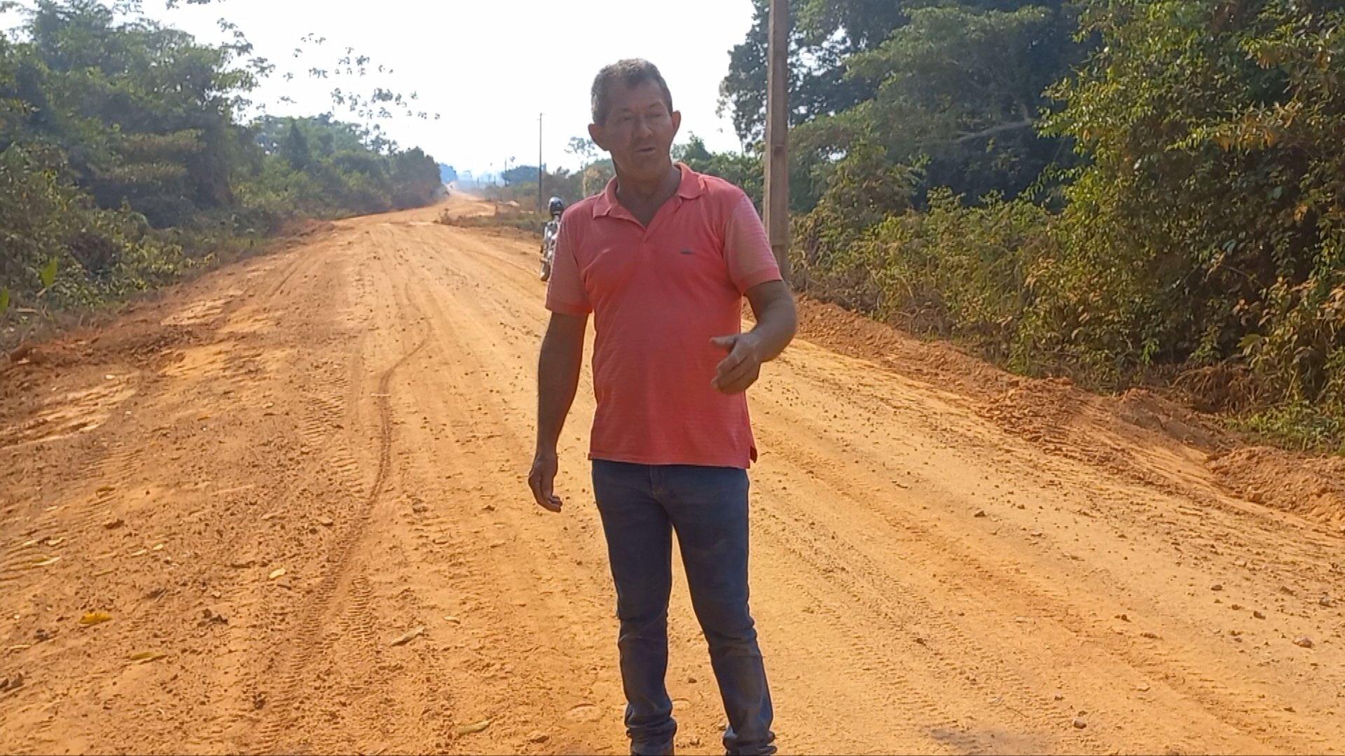 Vereador Jorge acompanha de perto os trabalhos de manutenção da estrada na linha 1º de Maio