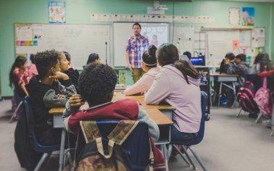 Estado permite que professor porte arma em sala de aula