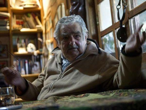 Problemas práticos adiam para 2015 venda legal de maconha no Uruguai