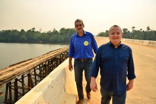 Em Colniza, Taques firma compromisso de lutar por asfalto da BR-174