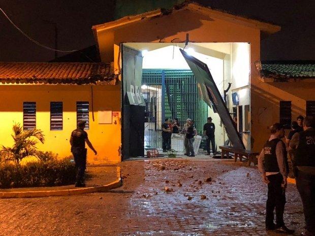 Mais de 100 detentos fogem de presídio de segurança máxima em João Pessoa