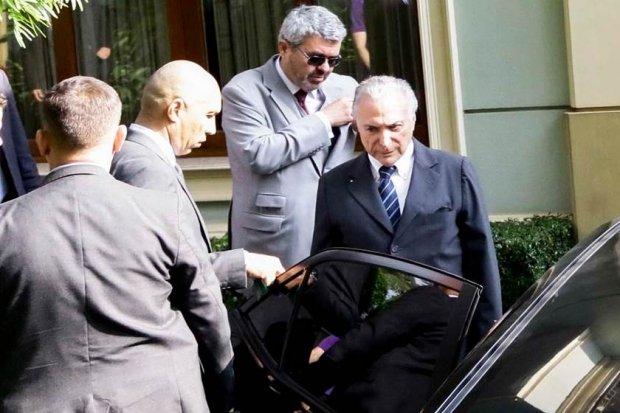 Ex-presidente Michel Temer se entrega à Polícia Federal em SP