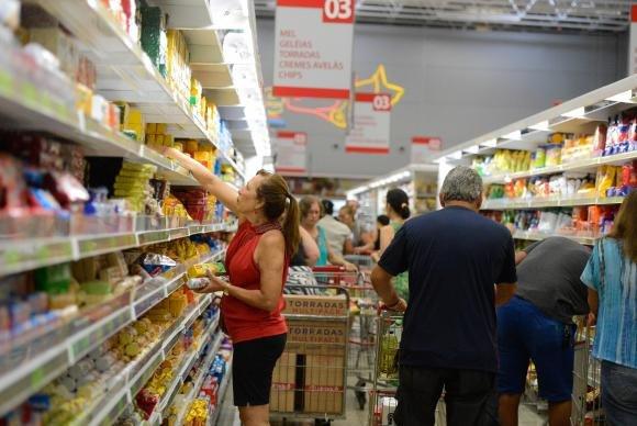 Preços dos alimentos puxam inflação na última semana de 2017