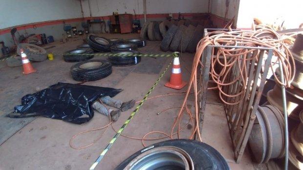Borracheiro morre após explosão de pneu de caminhão