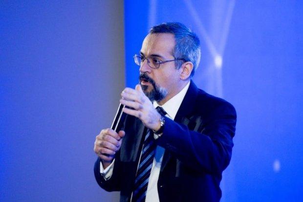 MEC bloqueia R$ 348 milhões que seriam destinados a livros didáticos
