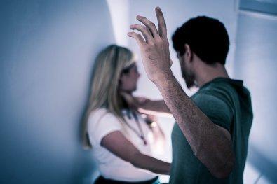 Marido acusa esposa de ter caso com cunhado e a espanca em VG