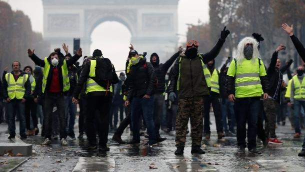 """Novo protesto dos """"coletes amarelos""""."""